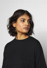 Moss Copenhagen - ANIKA TEE - T-shirts - black - 3