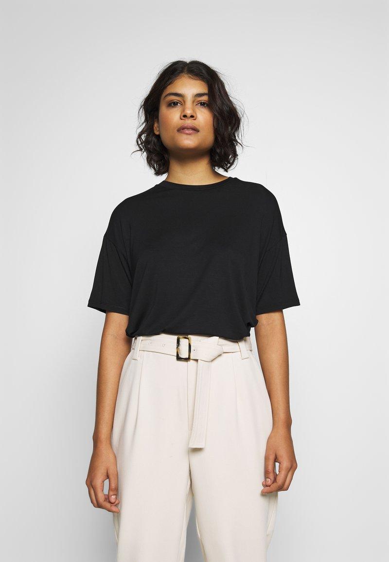 Moss Copenhagen - ANIKA TEE - T-shirts - black