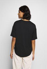 Moss Copenhagen - ANIKA TEE - T-shirts - black - 2