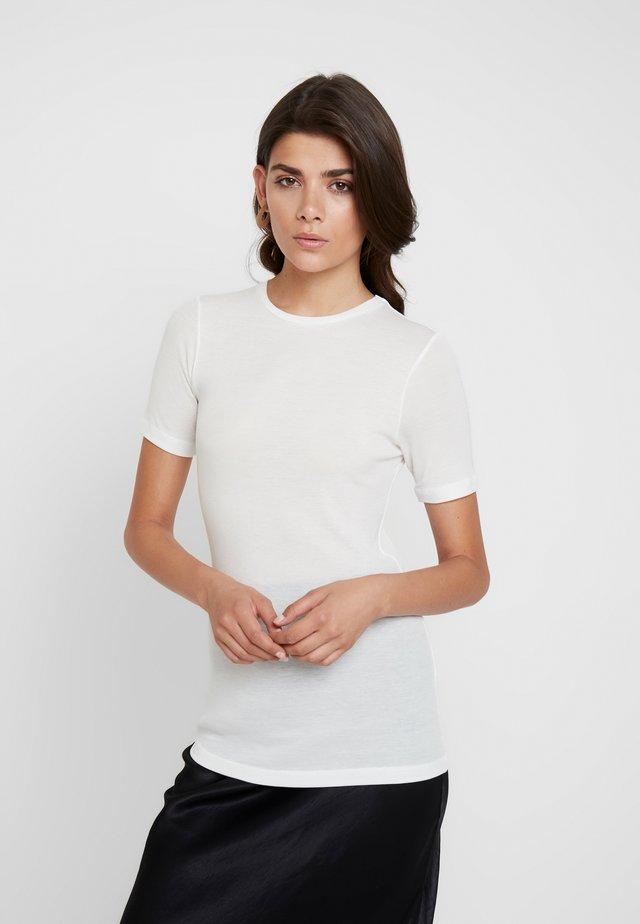 MONA TEE - Jednoduché triko - bright white