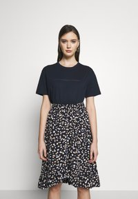 Moss Copenhagen - LIV LOGO TEE - T-shirts med print - space - 0