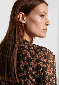 Moss Copenhagen - HAILY - Topper langermet - rosin flower - 4