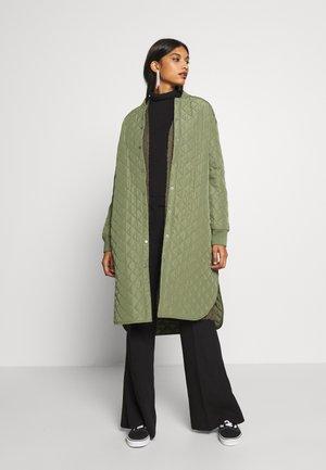 MORIZE DEYA  - Zimní kabát - olivine