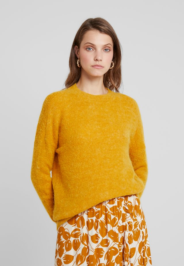 FEMME - Stickad tröja - golden yellow
