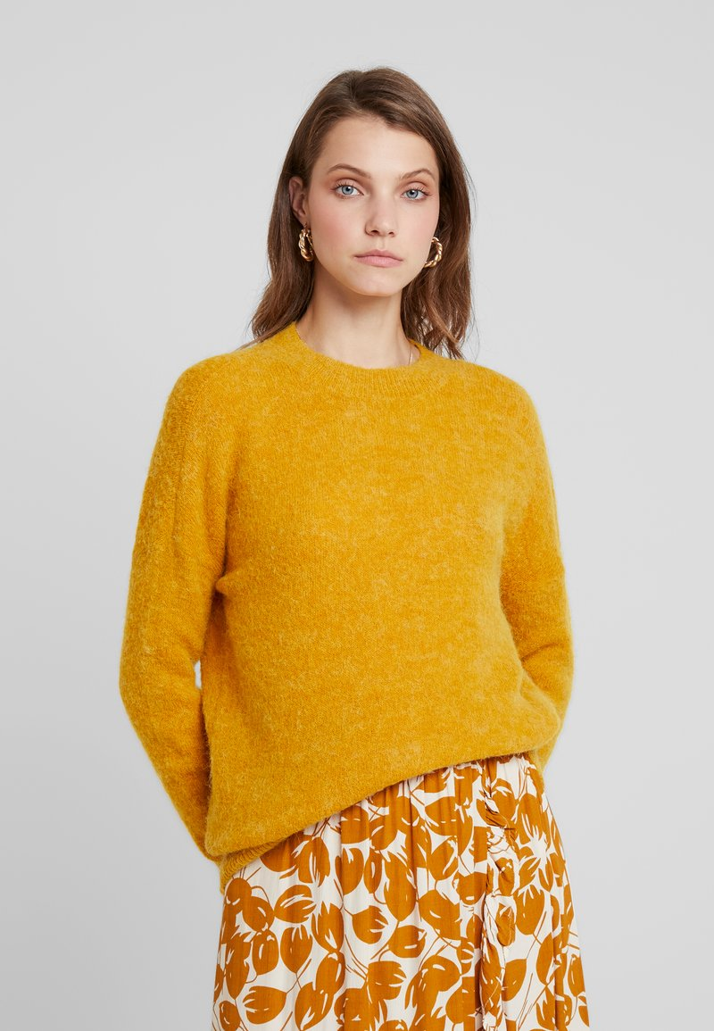 Moss Copenhagen - FEMME - Strickpullover - golden yellow