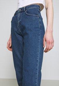 Moss Copenhagen - CRYSTAL MOM  - Jean boyfriend - mid blue wash - 4