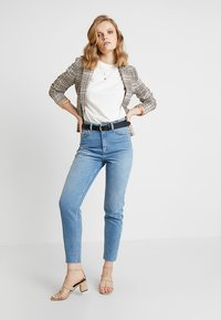 Moss Copenhagen - CRYSTAL MOM - Jeans Relaxed Fit - vintage blue - 1