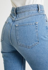 Moss Copenhagen - CRYSTAL MOM - Jeans Relaxed Fit - vintage blue - 4