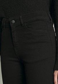 Moss Copenhagen - SIGGA FLARED - Jeans straight leg - black wash - 4
