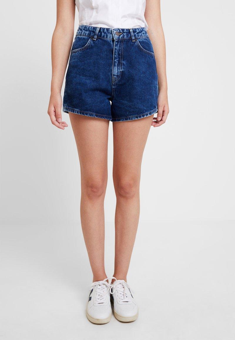 Moss Copenhagen - CLARA - Jeans Shorts - mid blue wash