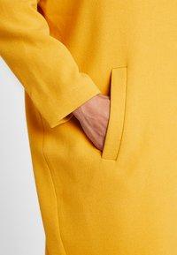 Moss Copenhagen - FLAKE JACKET - Zimní kabát - golden yellow - 4