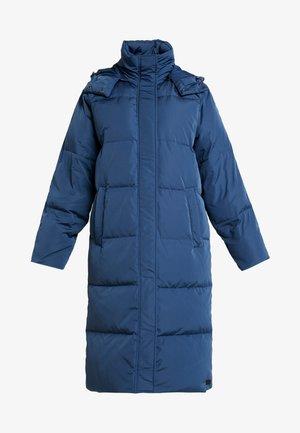 SKYLAR JACKET - Kabát zprachového peří - insignia blue