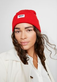 Moss Copenhagen - MOJO BEANIE - Bonnet - fiery red - 1
