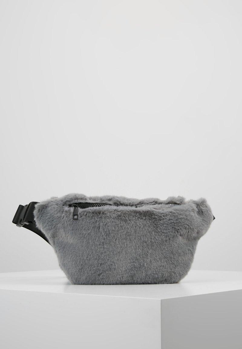 Moss Copenhagen - FURRY BUMBAG - Bältesväska - dark grey