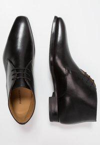 Magnanni - Zapatos con cordones - black - 1