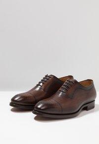 Magnanni - Elegantní šněrovací boty - tabaco al tono - 2
