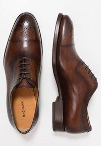 Magnanni - Elegantní šněrovací boty - tabaco al tono - 1
