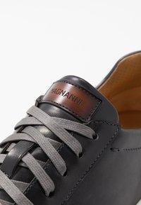 Magnanni - STOCK - Sneakersy niskie - gris/conac - 5