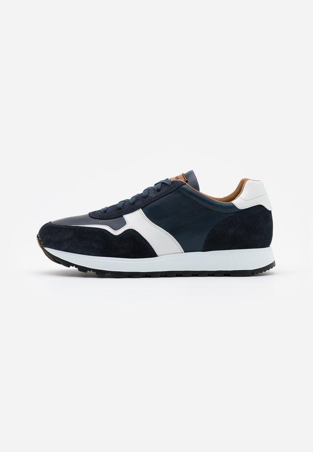 MUGRON - Sneaker low - azul/blanco