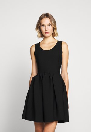ENGINEERED PLEATS DRESS - Vestito elegante - black