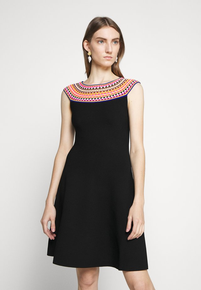 GEO OTTOMAN FITTED DRESS - Gebreide jurk - black/multi