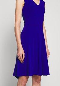 Milly - PEEK A BOO SHOULDER DRESS - Jerseyklänning - cobalt - 5