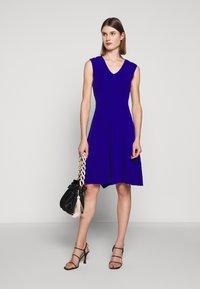 Milly - PEEK A BOO SHOULDER DRESS - Jerseyklänning - cobalt - 1