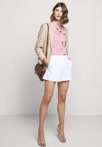 Milly - CADY ARIA BUTTON - Shorts - white - 1