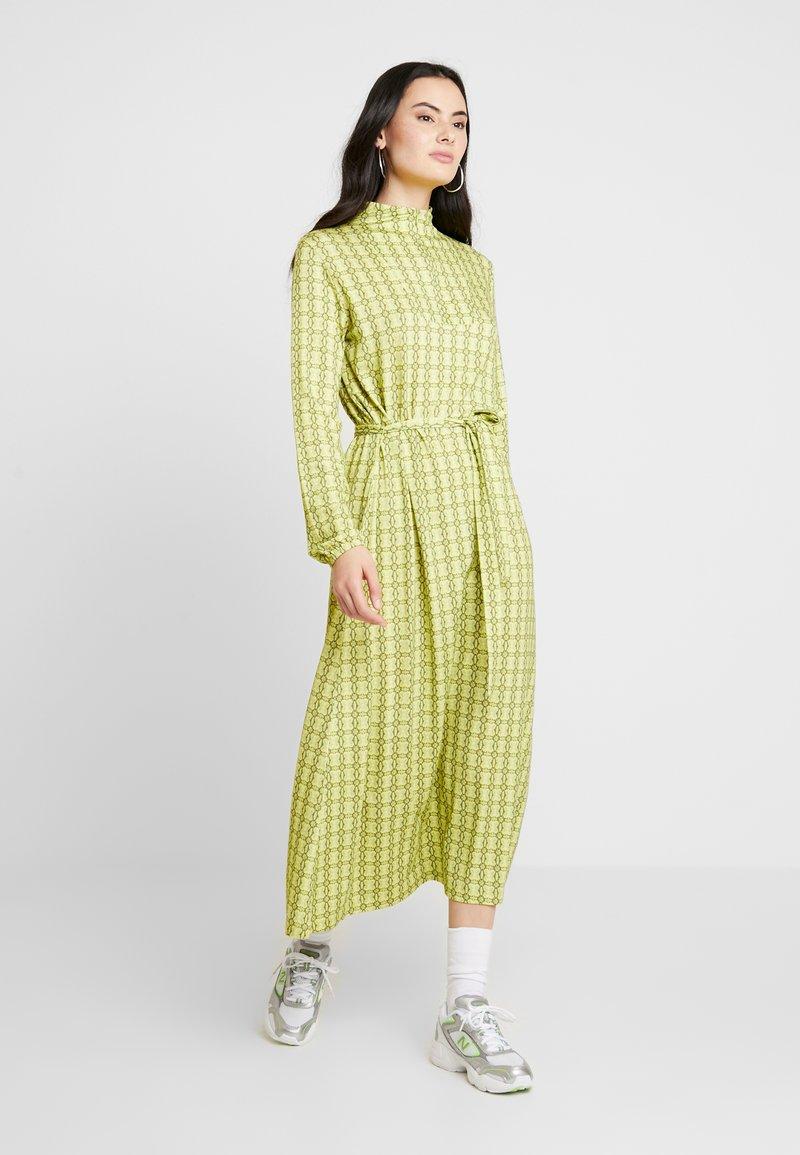 Mads Nørgaard - PRINTED STRETCH DINNE - Sukienka z dżerseju - bright lime