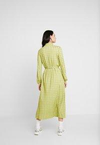 Mads Nørgaard - PRINTED STRETCH DINNE - Sukienka z dżerseju - bright lime - 2