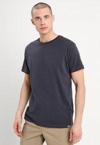 Mads Nørgaard - THOR - T-Shirt basic - dark grey - 0