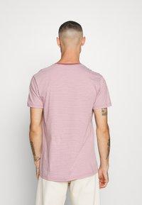 Mads Nørgaard - FAVORITE MINI THOR - T-shirt z nadrukiem - light pink - 2