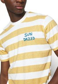 Mads Nørgaard - BEACH STRIPE TWIN - T-shirt imprimé - saragossa sea - 5