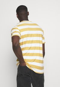 Mads Nørgaard - BEACH STRIPE TWIN - T-shirt imprimé - saragossa sea - 2