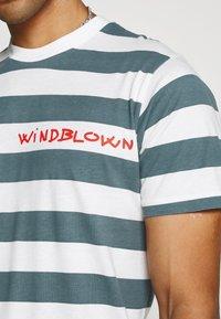 Mads Nørgaard - BEACH STRIPE TWIN - T-shirt imprimé - blue - 5