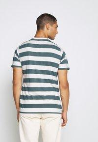 Mads Nørgaard - BEACH STRIPE TWIN - T-shirt imprimé - blue - 2