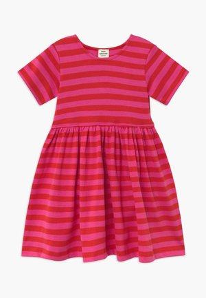 BRETAGNE DAISIA - Vestido de punto - pink /red