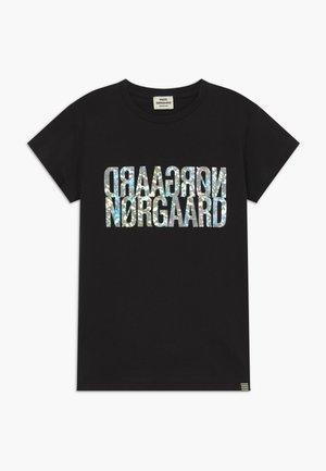 TUVINA PRINT - T-shirts print - licorice