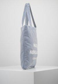 Mads Nørgaard - ATOMA - Shopping Bag - white/blue - 3