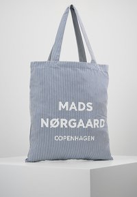 Mads Nørgaard - ATOMA - Shopping Bag - white/blue - 0