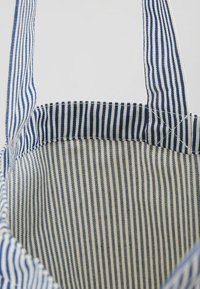 Mads Nørgaard - ATOMA - Shopping Bag - white/blue - 4