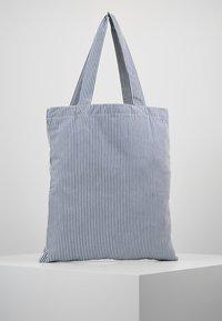 Mads Nørgaard - ATOMA - Shopping Bag - white/blue - 2