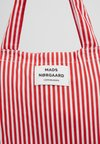 Mads Nørgaard - ATOMA - Tote bag - red/white