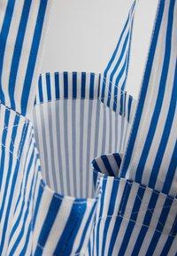 Mads Nørgaard - ATOMA - Shopping Bag - blue/white - 5
