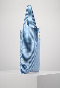 Mads Nørgaard - ATOMA - Shopping Bag - blue/white - 4