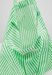 Mads Nørgaard - ATOMA - Tote bag - white/green - 4