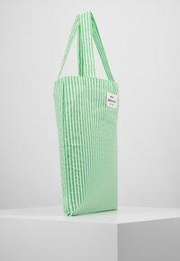 Mads Nørgaard - ATOMA - Tote bag - white/green - 3