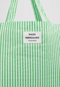 Mads Nørgaard - ATOMA - Tote bag - white/green - 6