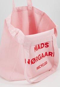 Mads Nørgaard - BOUTIQUE ATHENE - Shoppingveske - rose/red - 4