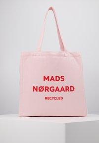 Mads Nørgaard - BOUTIQUE ATHENE - Shoppingveske - rose/red - 0